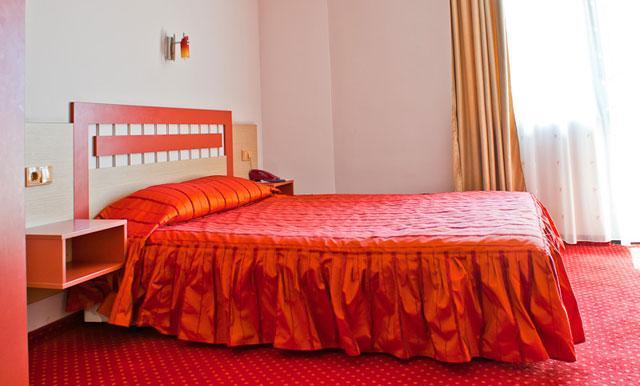 Хотел Корона - снимка 2