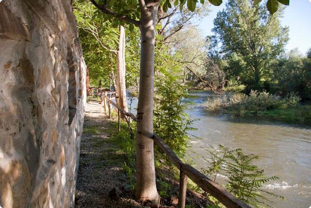 Къща Там, край реката - снимка 17