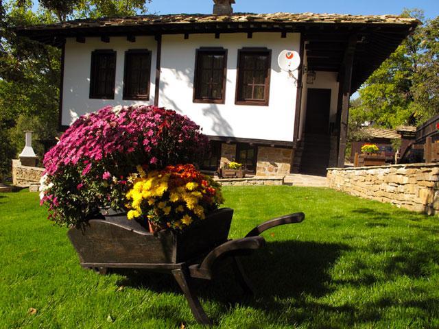 Къщи за гости Тинтява и Невена - снимка 1