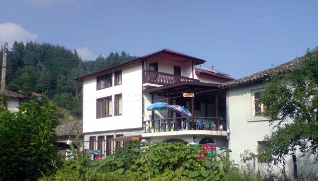 Къща за гости Нора - снимка 1