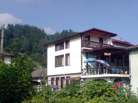 Къща за гости Нора