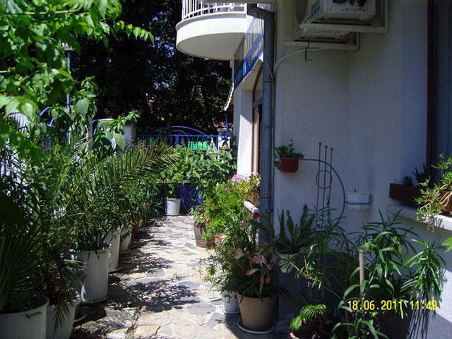 Къща за гости Демира - снимка 8