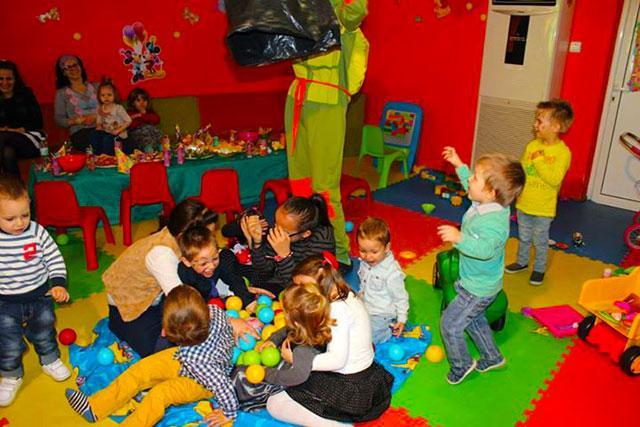 Детски парти център Усмивка - снимка 10