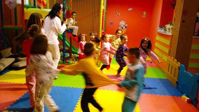 Детски парти център Усмивка - снимка 14