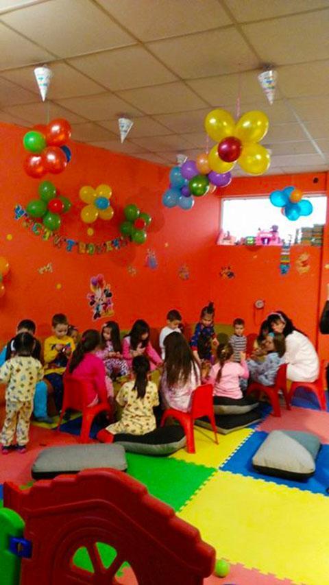 Детски парти център Усмивка - снимка 16