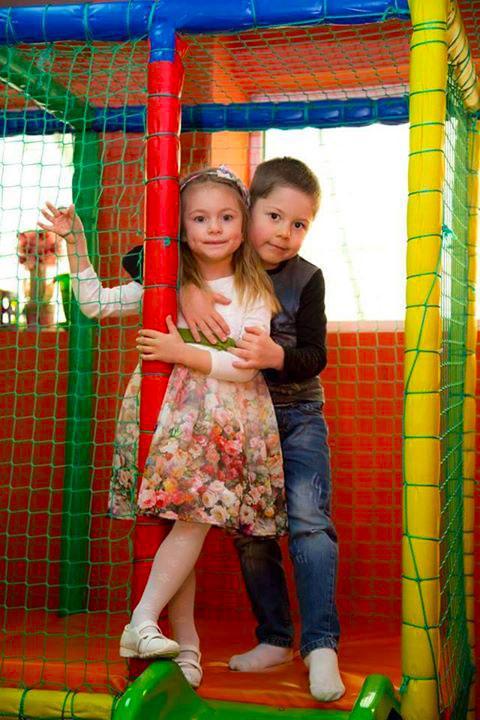 Детски парти център Усмивка - снимка 17