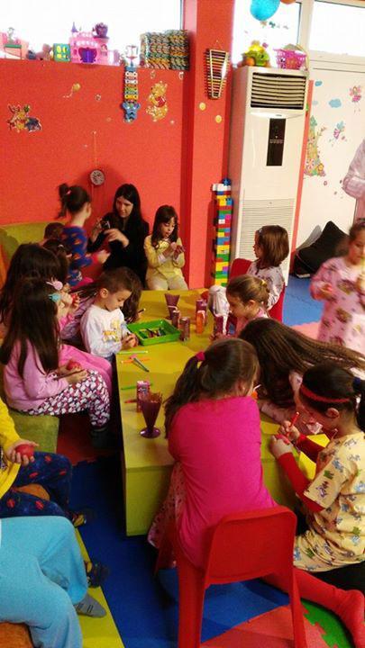 Детски парти център Усмивка - снимка 20