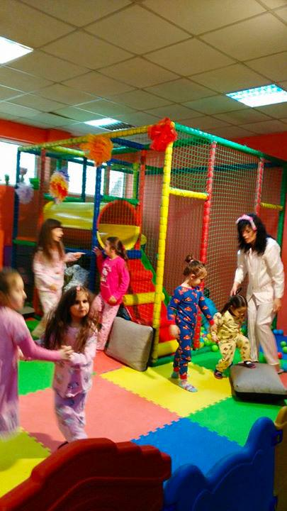 Детски парти център Усмивка - снимка 21