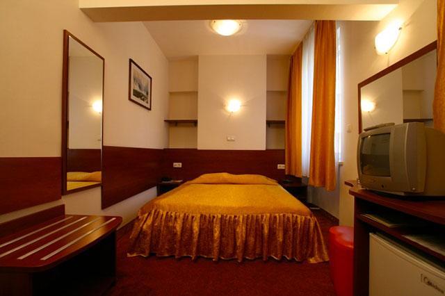 Хотел Славянска беседа - снимка 1