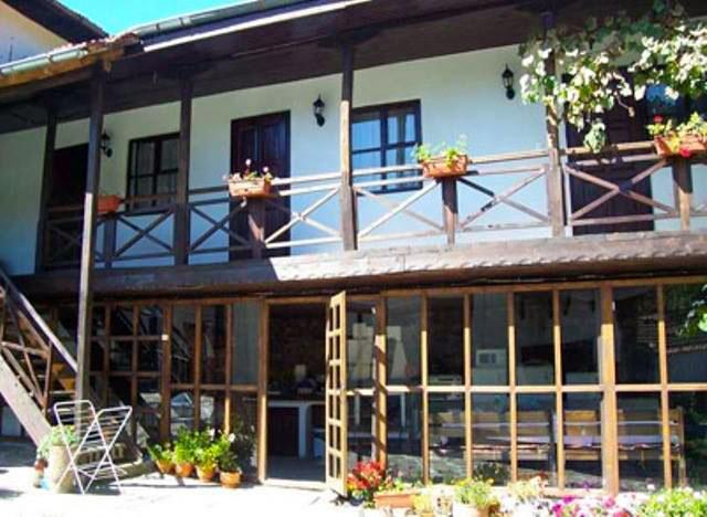 Къща за гости Планинска среща - снимка 1