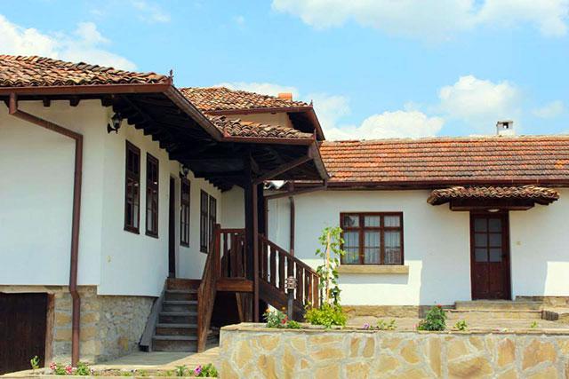 Къща за почивка Премиер - снимка 1
