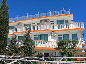 Семеен хотел Къртеви