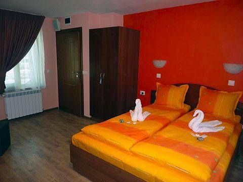 Къща за гости Джоголанов - снимка 8