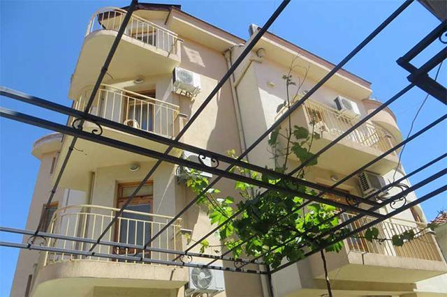 Семеен хотел Стоянови - снимка 2