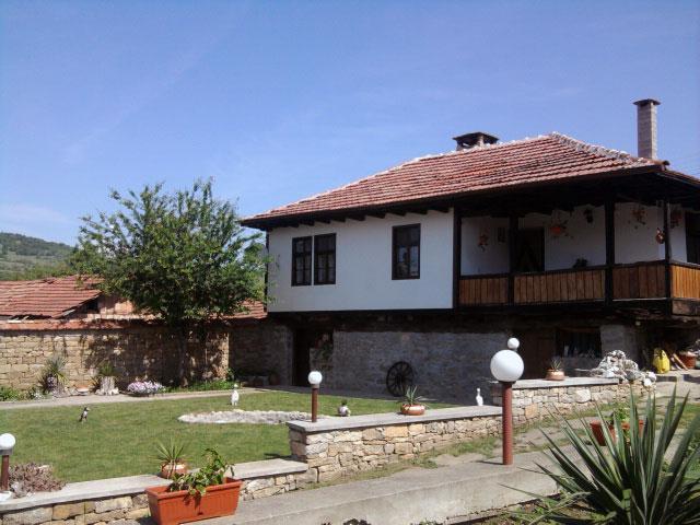 Къща Бела - снимка 1